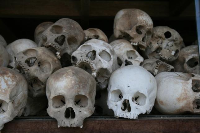 human-skulls-cambodia2